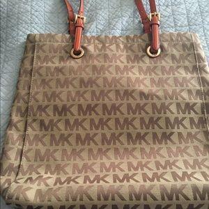 Michael Kors Tote purse like new